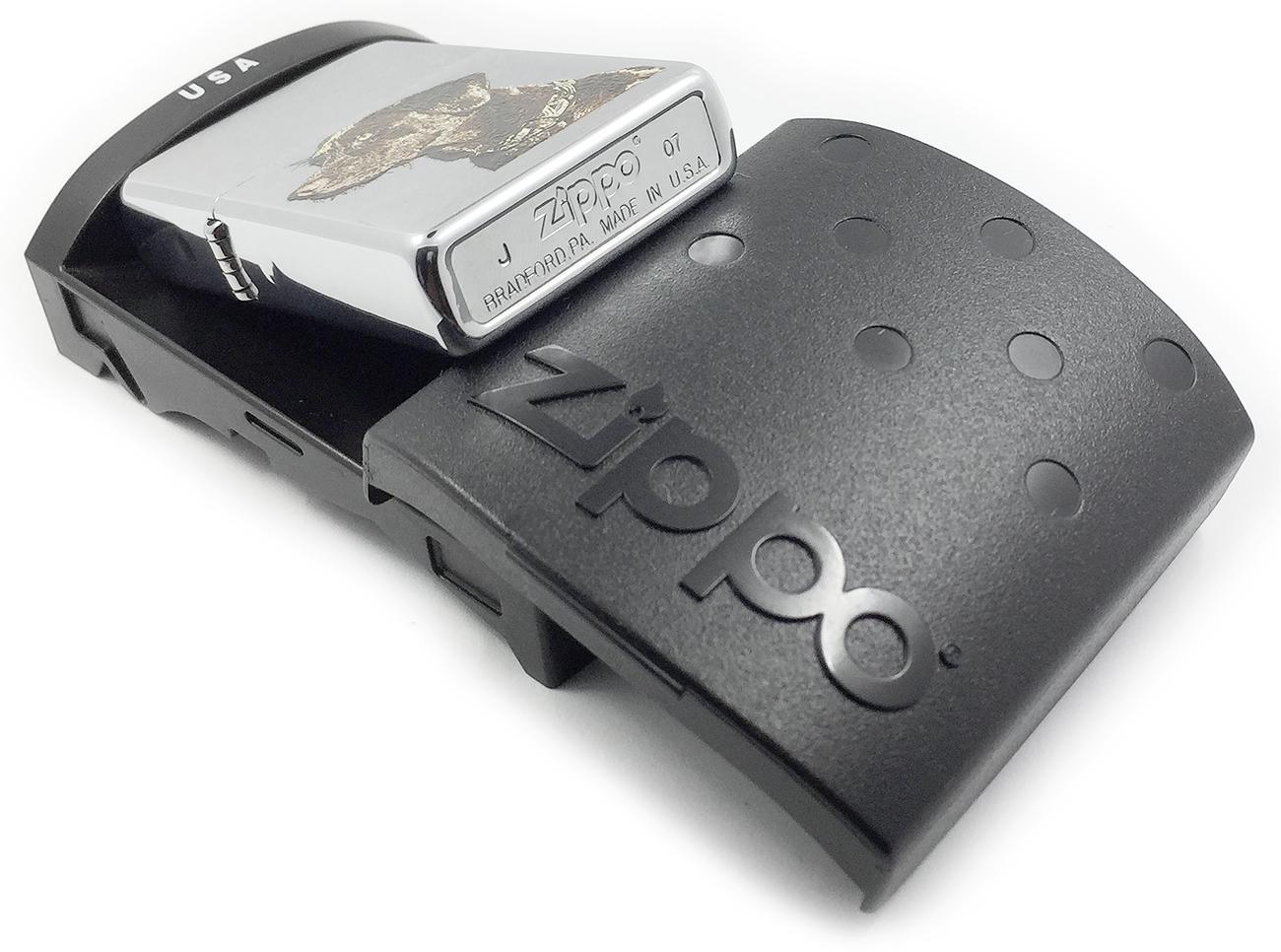 21091 Зажигалка Zippo Chocolate Lab, Brushed Chrome - заводской штамп на дне зажигалки