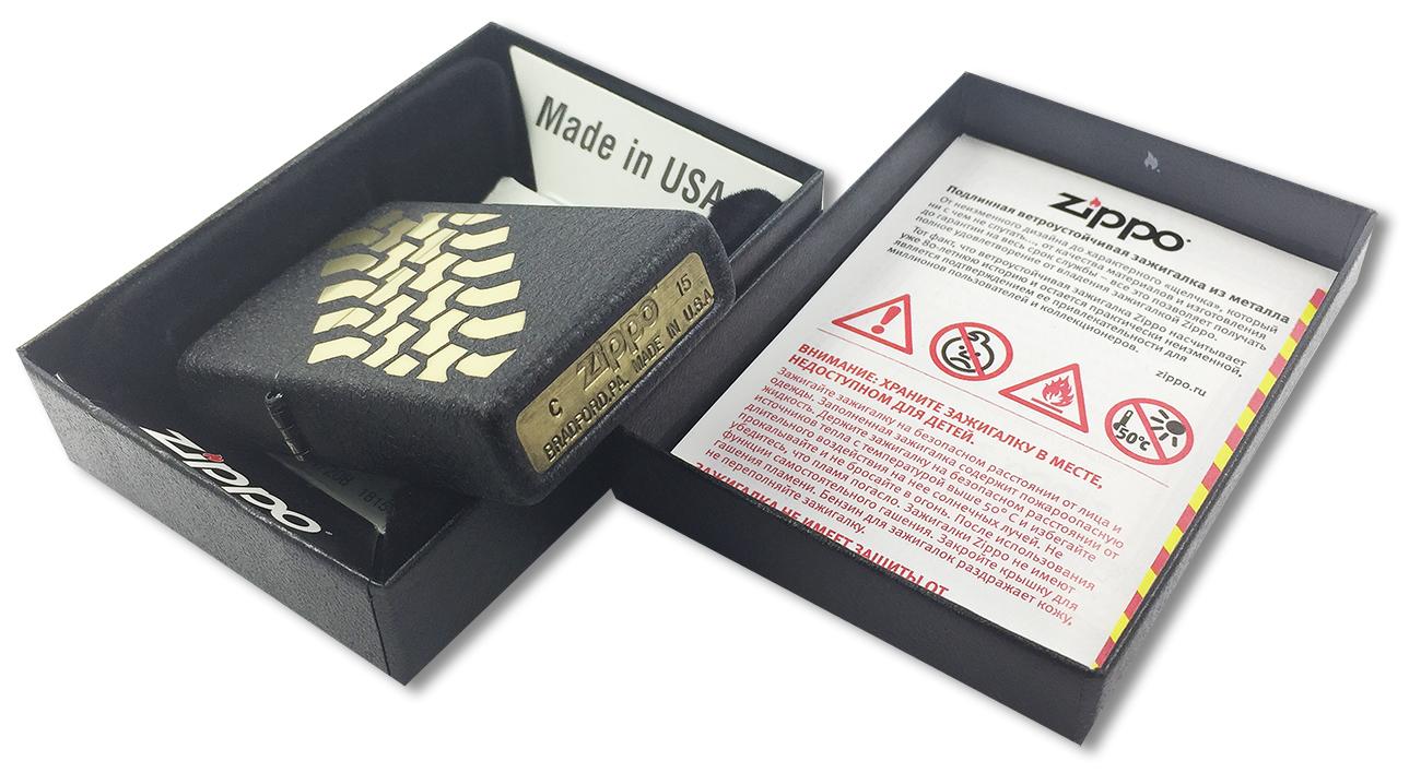 236 Tire Tracks Зажигалка Zippo, Black Crackle - заводской штамп на дне зажигалки
