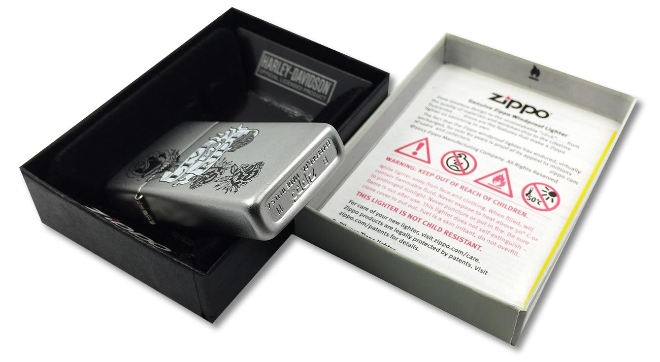 24008 Зажигалка slim Zippo HD Live To Ride, Satin Chrome - заводской штамп на дне зажигалки