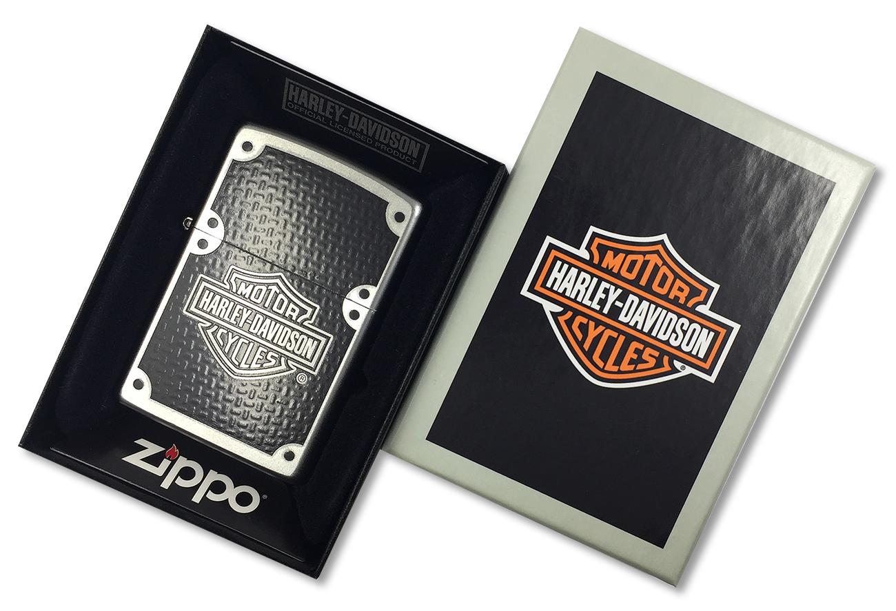 24025 Зажигалка Zippo Harley-Davidson Carbon Fiber, Satin Chrome - в подарочной коробке