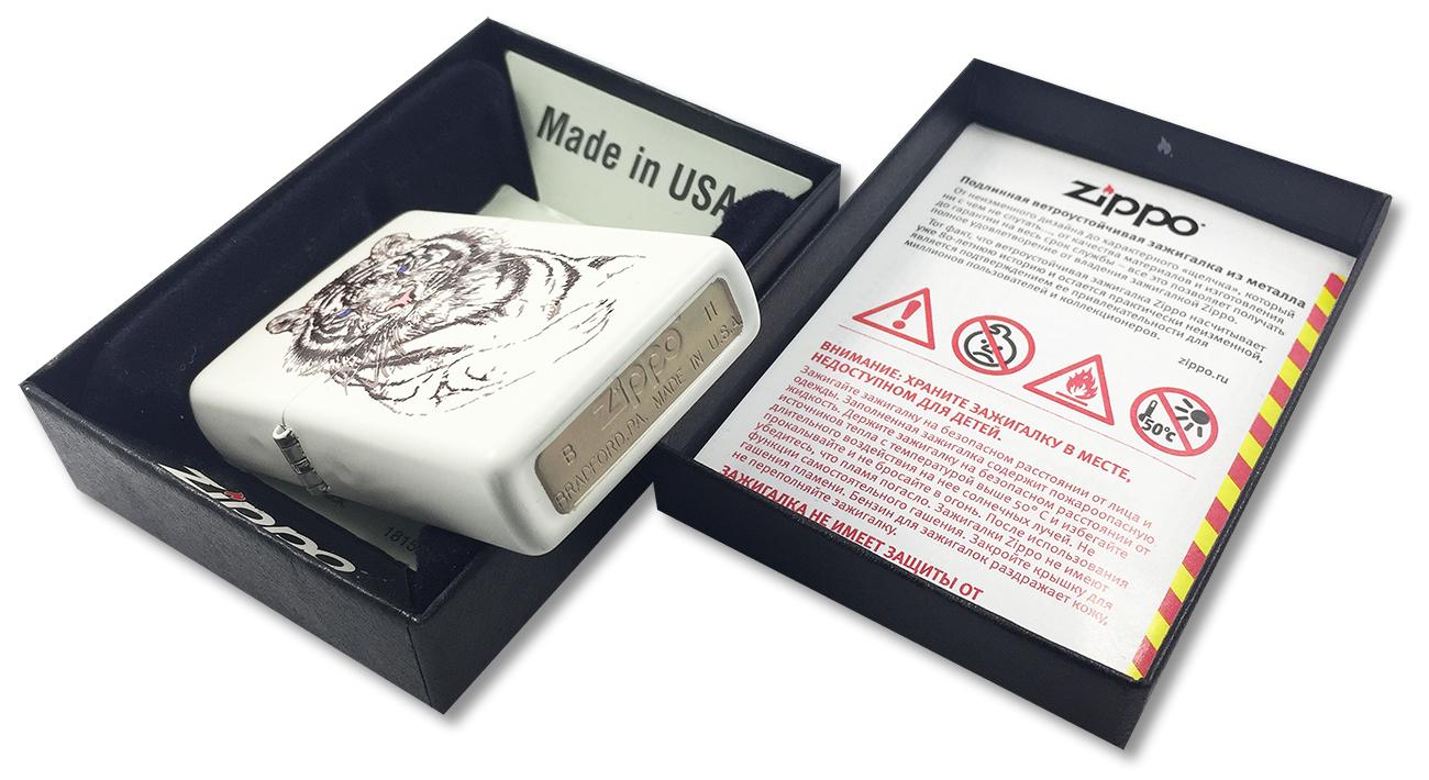 24810 Зажигалка ZIppo White Tiger, White Matte - заводской штамп на дне зажигалки