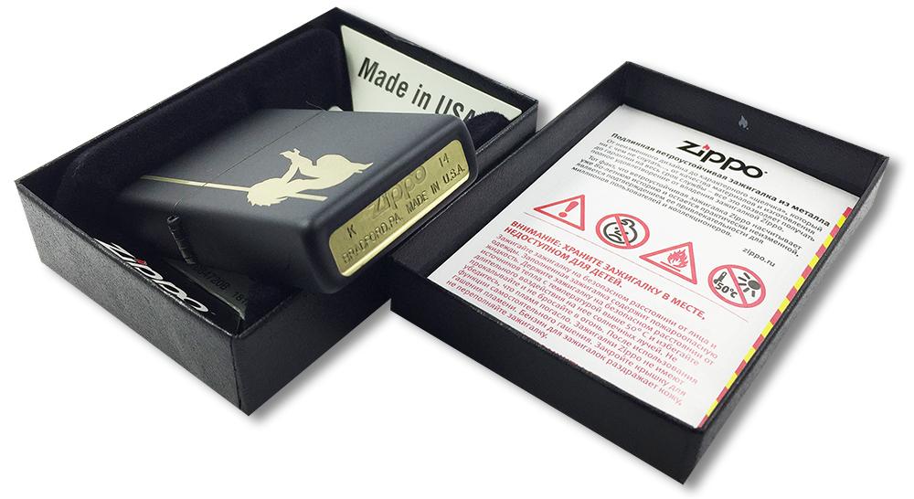 24892 Зажигалка Zippo Girl Pole, Black Matte - заводской штамп на дне зажигалки