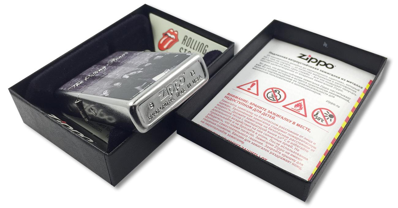 28428 Зажигалка Zippo Rolling Stones, Street Chrome - заводской штамп на дне зажигалки