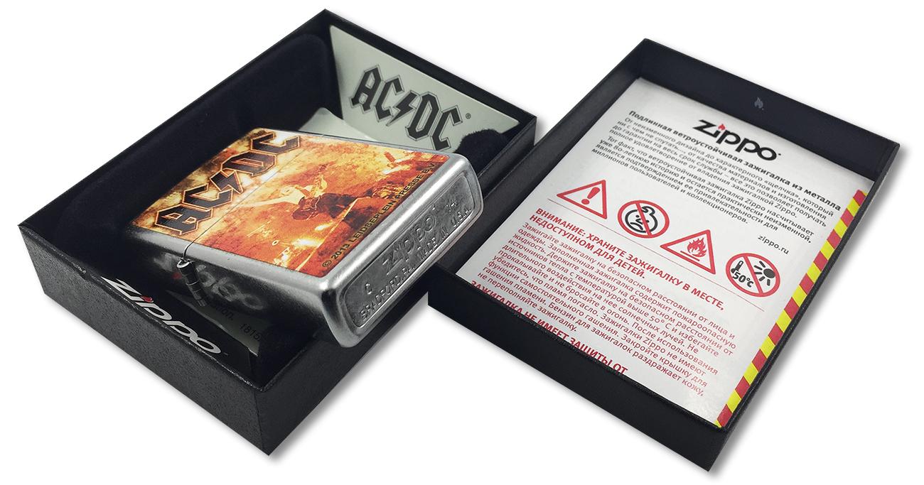 28454 Зажигалка Zippo AC/DC, Street Chrome - заводской штамп на дне зажигалки