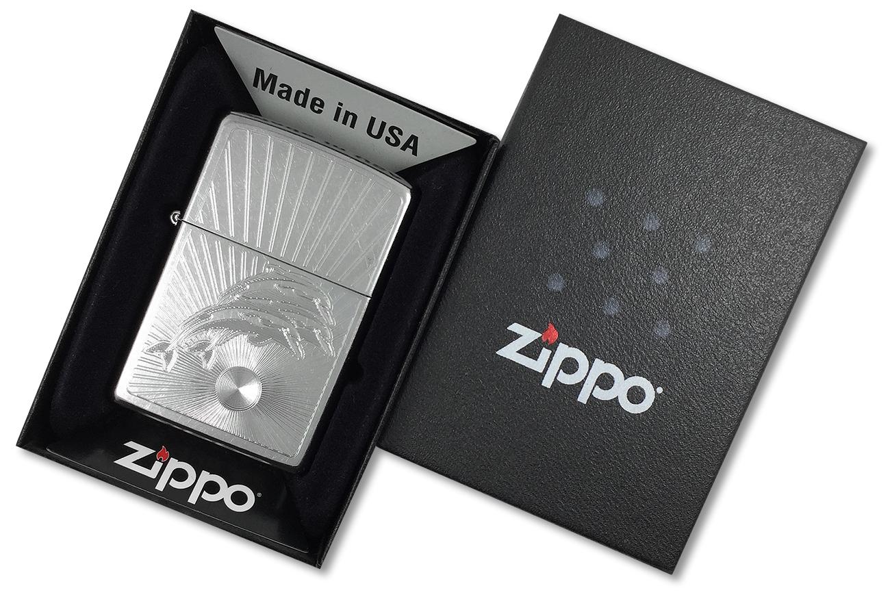28696 Зажигалка Zippo Jumpıng Dolphins, Street Chrome - в подарочной упаковке