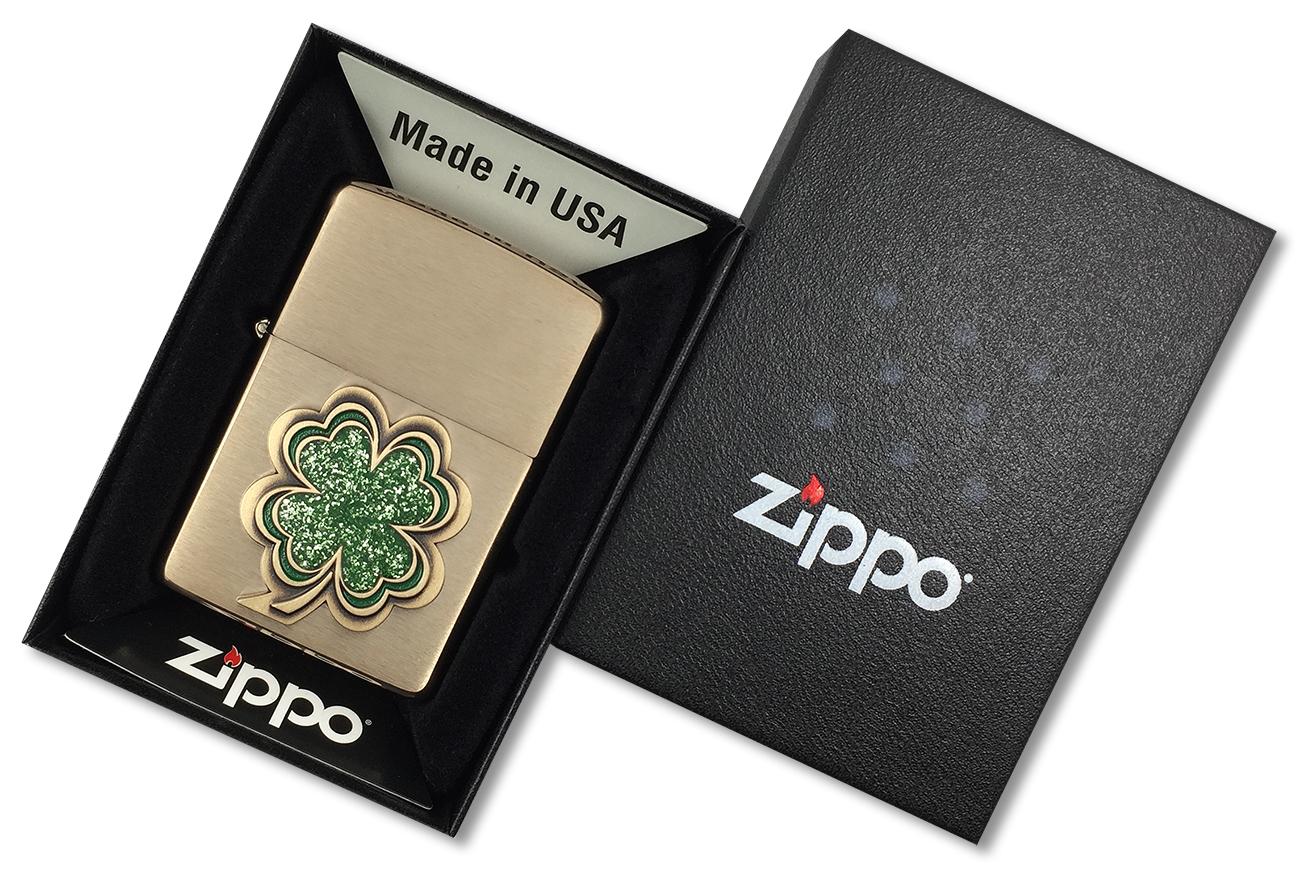 28806 Зажигалка Zippo Shamrock, Brushed Brass - в подарочной упаковке