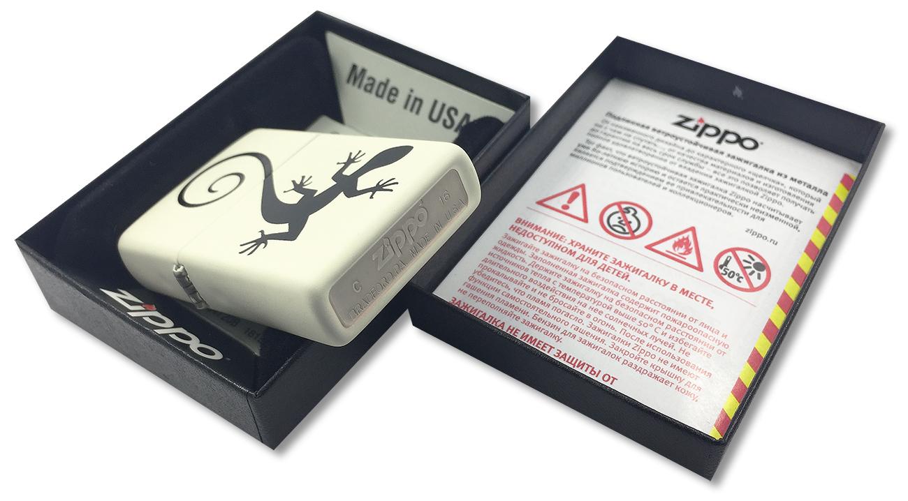 29190 Зажигалка Zippo Lizard, Cream Matte - заводской штамп на дне зажигалки