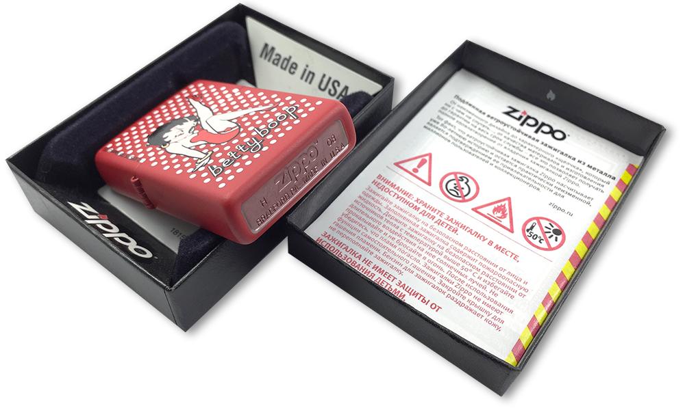 2000639 Зажигалка Zippo Betty Boop Winking, Red Matte - заводской штамп на дне зажигалки