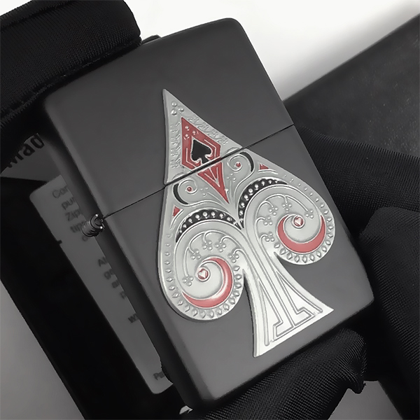 29491 Зажигалка Zippo Spade Emblem, Black Matte - закрытая зажигалка