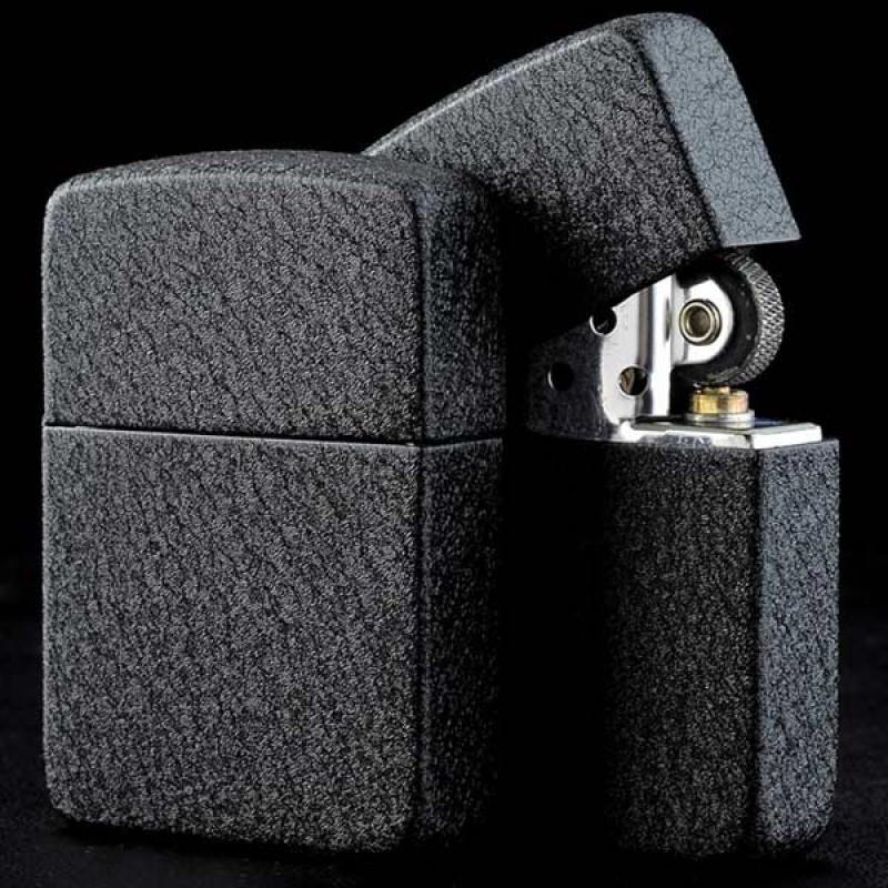 28582 Зажигалка Zippo 1941 Replica, Black Crackle