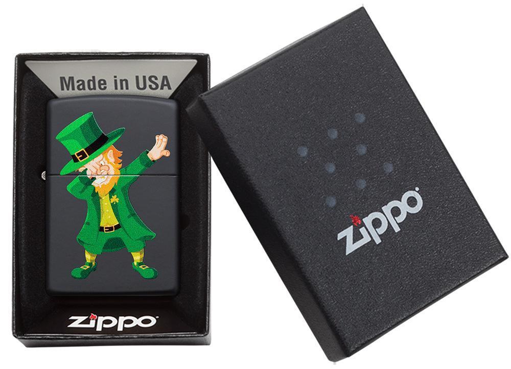 49124 Зажигалка Zippo Dabbing Leprechaun, Black Matte