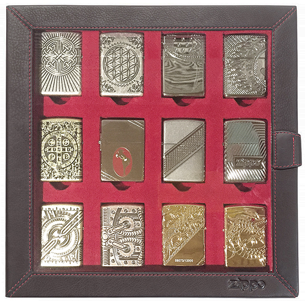 2005422 Кейс для зажигалок Zippo Leather 12 Lighter Display Collector - пример с зажигалками